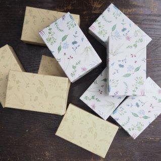 篠塚朋子 紙箱
