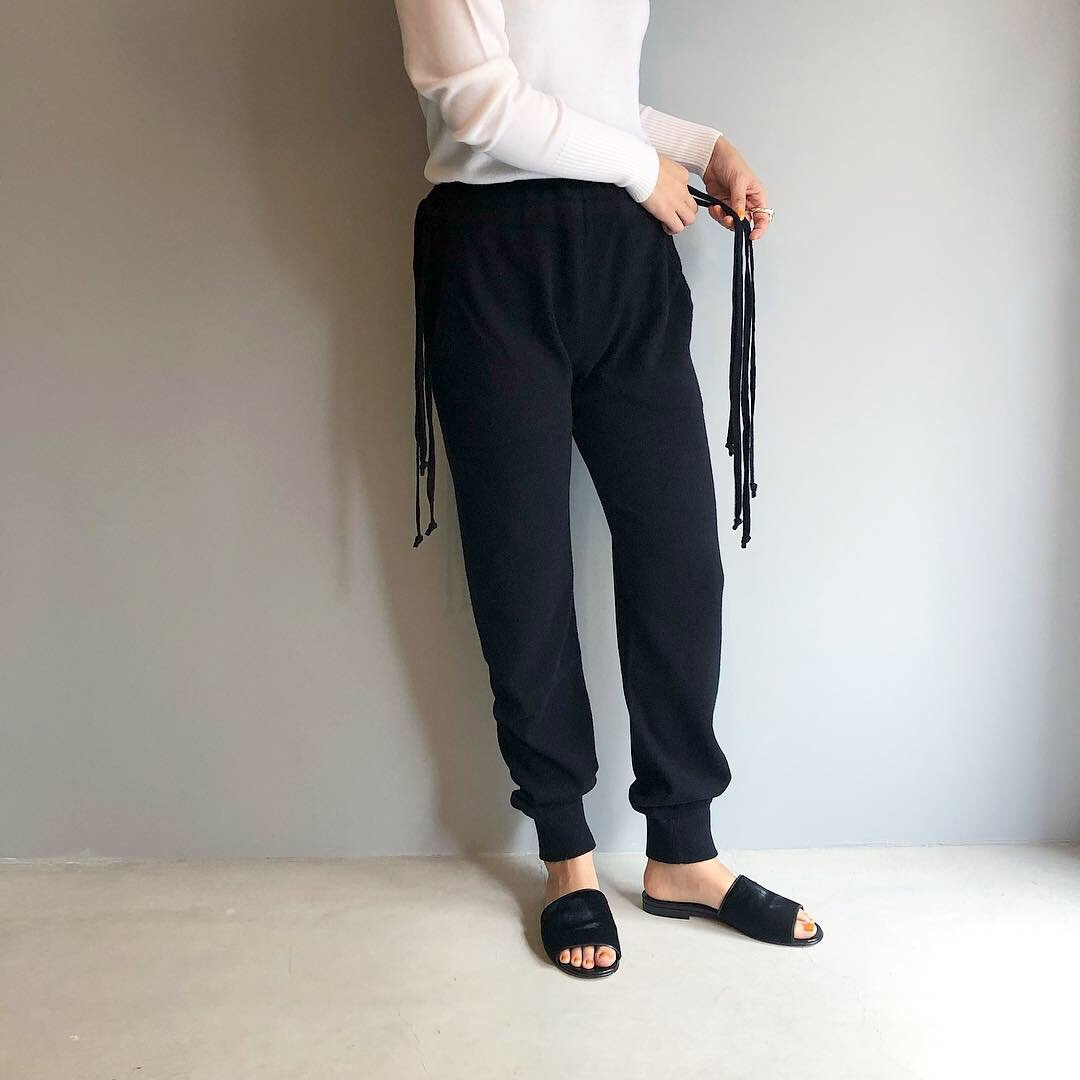 CASHMERE Basic Pants<BR>BLACK