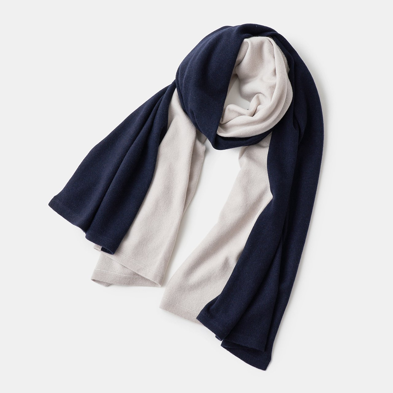 CASHMERE BI‐COLOR STOLE<BR>PALE JUTE × DARK NAVY