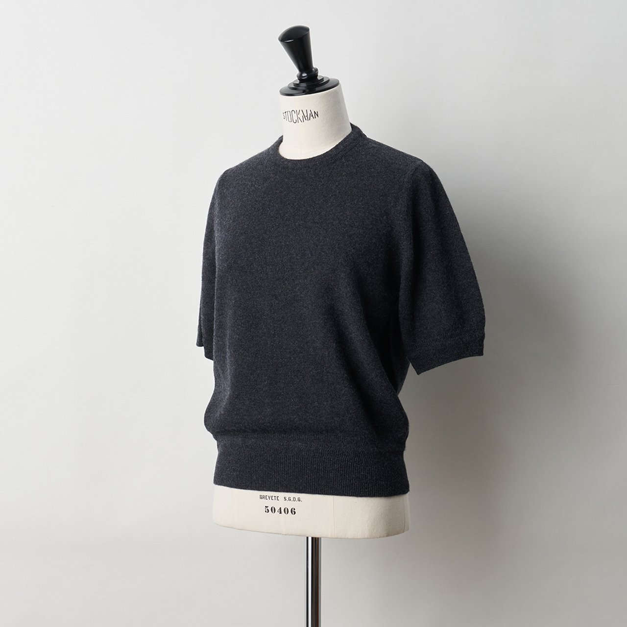 CASHMERE BASIC HALF SLEEVE TOPS<BR>CHARCOAL GREY