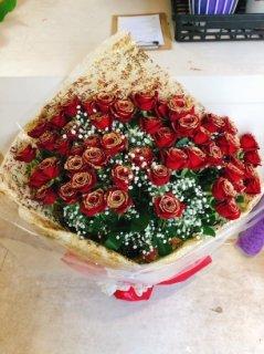 花束 赤バラ50本 金ラメ付き