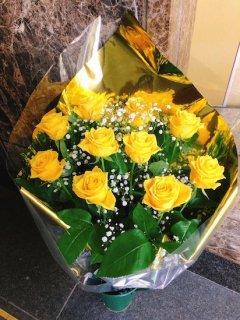 花束 黄色バラ かすみ