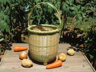 竹製手付き篭(足付)深 野菜かご
