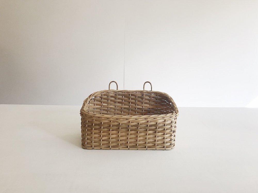 Wall-hanging basket