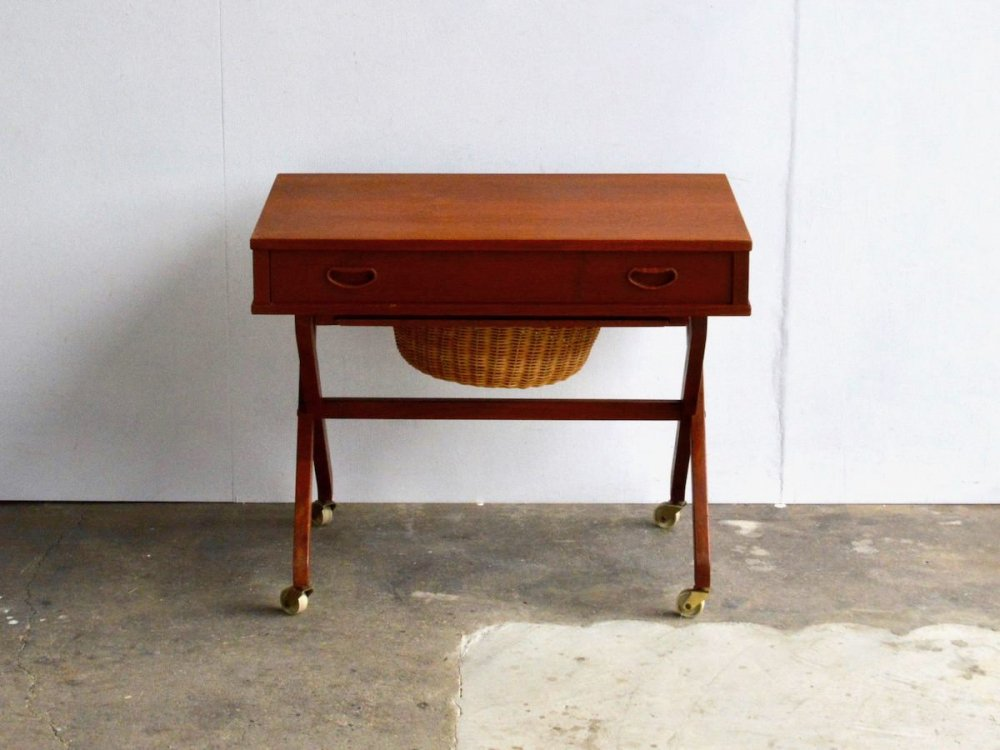 Sewing Table (7)