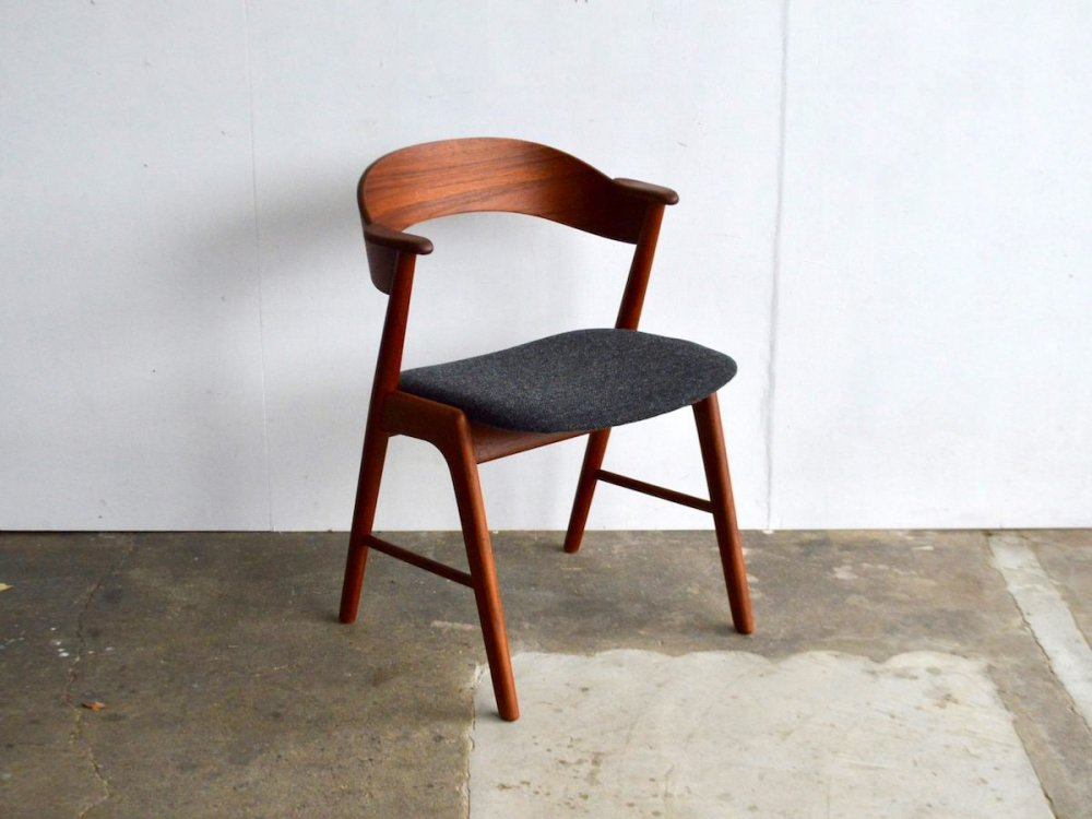 Chair / No.32 ( 2 )