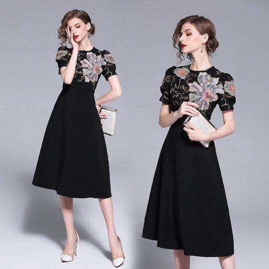 ゴージャス モダン 花刺繍 花柄 ブラック フレアワンピース ミディアム 半袖 お呼ばれ