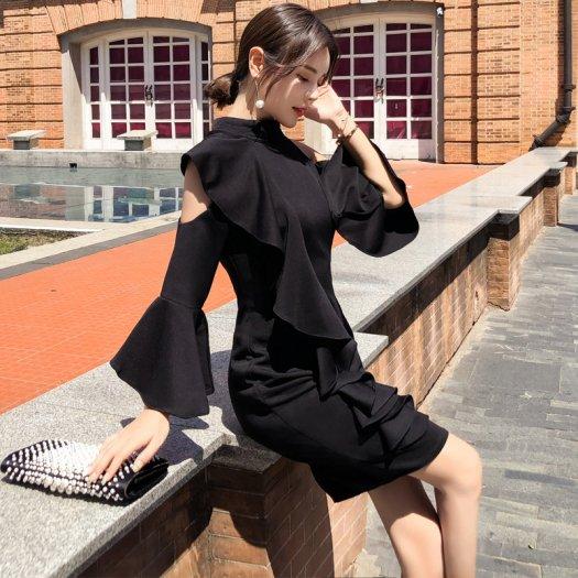 アシンメトリーショルダー♪大ぶりフリル&袖フレア黒ワンピショートタイト長袖無地 ドレス