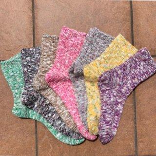 高品質な綿で丁寧に仕上げたローゲージソックス。夏は涼しく冬は暖かい。黄色(ASHI-003)
