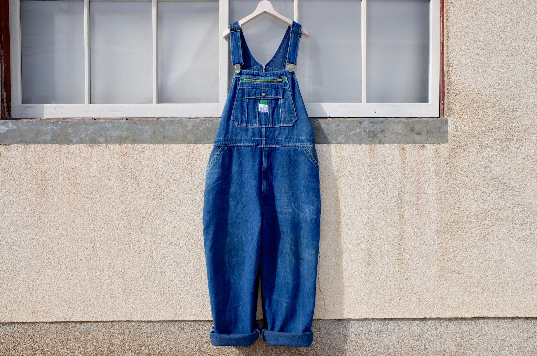 vintage/brush that draws me overalls