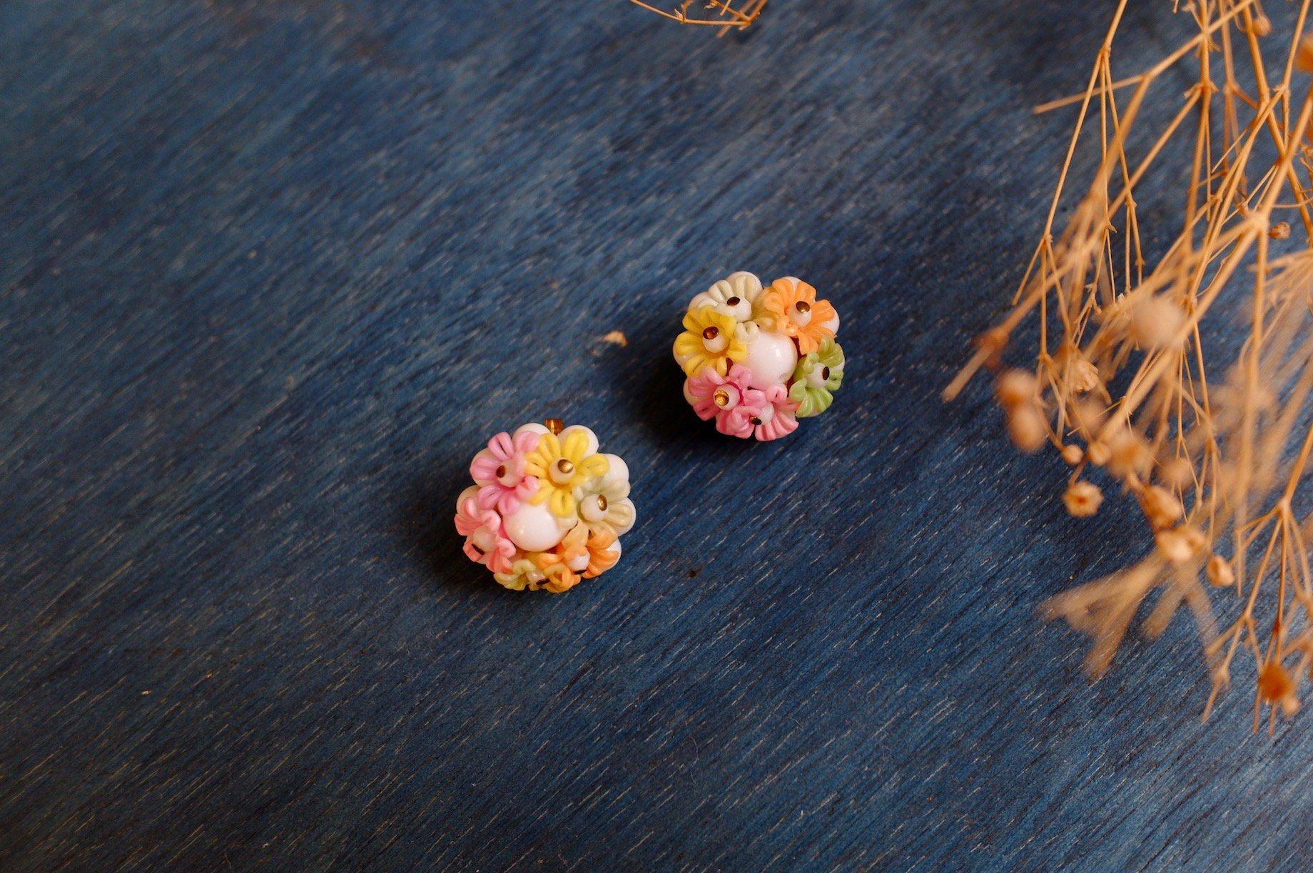 vintage/flower eyes earring