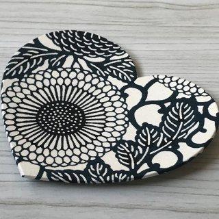 型染紙のハートトレイ(菊唐草 紺)