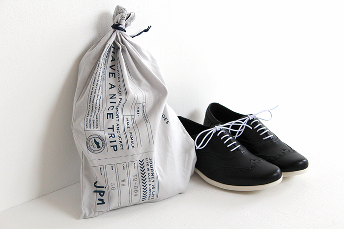 travel shoes by chausser fukuro