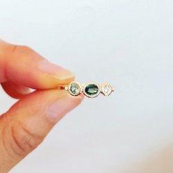 <1点モノ>グリーンサファイア×2・ダイヤモンドの3石リング K10