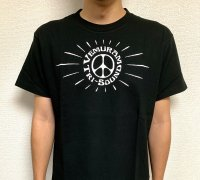 <img class='new_mark_img1' src='https://img.shop-pro.jp/img/new/icons5.gif' style='border:none;display:inline;margin:0px;padding:0px;width:auto;' />Vemuram / Peace Tシャツ