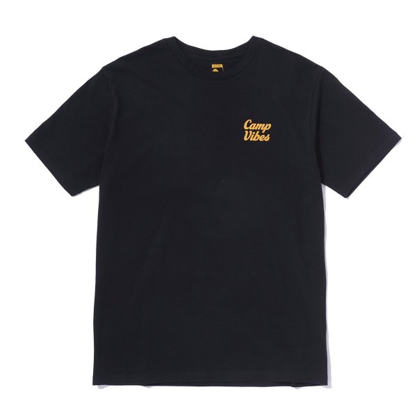 <img class='new_mark_img1' src='//img.shop-pro.jp/img/new/icons16.gif' style='border:none;display:inline;margin:0px;padding:0px;width:auto;' />CAMP VIBES TEE - BLACK