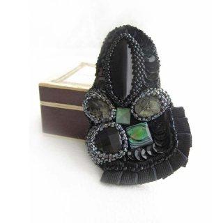 刺繍ブローチ 黒 オニキス ビーズブローチ