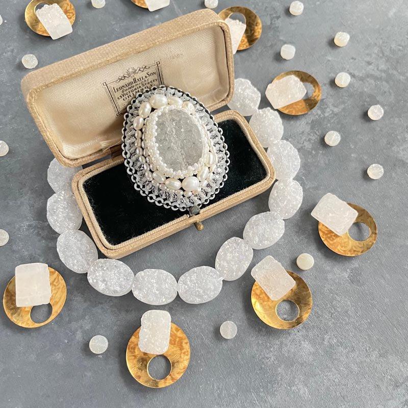 ビーズ刺繍ブローチ 白 ドゥルージークォーツ 天然石 ブローチ