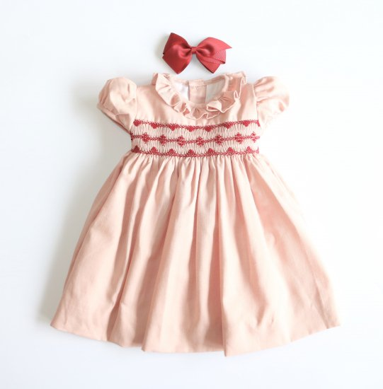 <img class='new_mark_img1' src='https://img.shop-pro.jp/img/new/icons58.gif' style='border:none;display:inline;margin:0px;padding:0px;width:auto;' />Amaia Kids - Moohren dress - Pink アマイアキッズ - スモッキング刺繍ワンピース