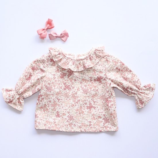 <img class='new_mark_img1' src='https://img.shop-pro.jp/img/new/icons14.gif' style='border:none;display:inline;margin:0px;padding:0px;width:auto;' />Amaia Kids - Amelia blouse - Pink floral アマイアキッズ - 花柄ブラウス