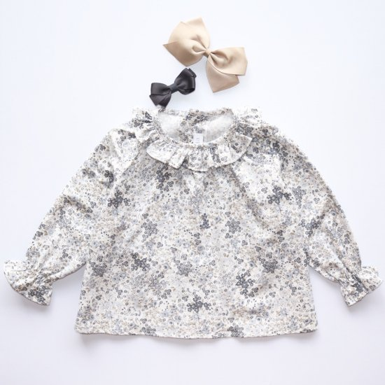 <img class='new_mark_img1' src='https://img.shop-pro.jp/img/new/icons14.gif' style='border:none;display:inline;margin:0px;padding:0px;width:auto;' />Amaia Kids - Amelia blouse - Grey/Beige floral アマイアキッズ - 花柄ブラウス