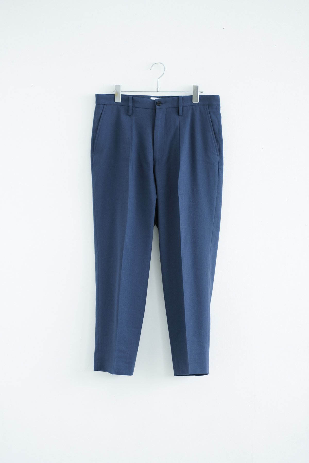 WELLDER / SINGLE FORWARD PLEATED TAPERED TROUSERS