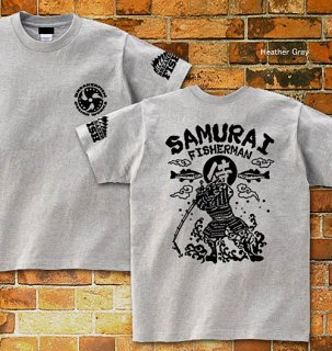 <img class='new_mark_img1' src='//img.shop-pro.jp/img/new/icons5.gif' style='border:none;display:inline;margin:0px;padding:0px;width:auto;' />SAMURAI FISHERMAN バックプリントTシャツ / バス釣りをする侍を、和テイストで迫力満点にデザイン!