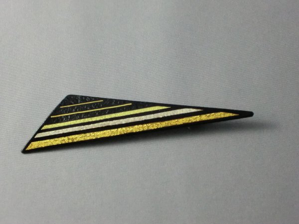 ブローチ 横縞模様(鈍角三角形)