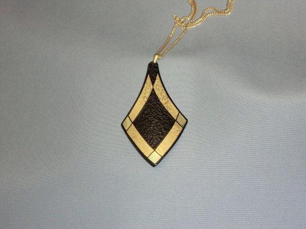 ペンダント 菱枠A(変形菱形)