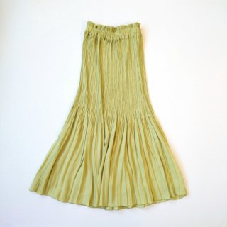 <img class='new_mark_img1' src='https://img.shop-pro.jp/img/new/icons8.gif' style='border:none;display:inline;margin:0px;padding:0px;width:auto;' />MANON<br>SILKY PLEATS SKIRT