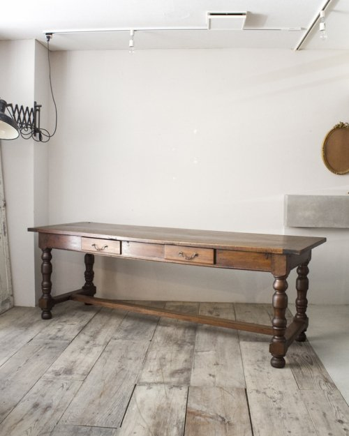 Refectly Table