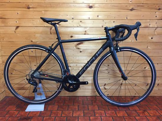 <img class='new_mark_img1' src='https://img.shop-pro.jp/img/new/icons5.gif' style='border:none;display:inline;margin:0px;padding:0px;width:auto;' />FOCUS IZALCO RACE 6.9