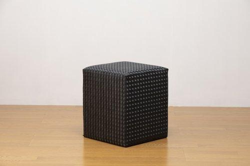 適度なサイズの四角スツール レンズ調黒