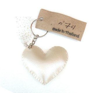 Numero74 [ ヌメロ74 ] / Iridescent Heart Key Chain / pearl white