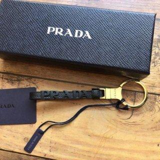 新品 PRADA モノクローム ロゴ キーリング
