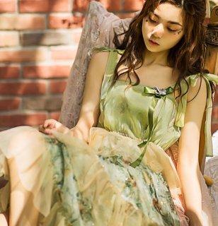 レディース キャミワンピース グリーン 春夏 リボン ミディアム ミモレ丈 ひざ下丈 ティアード ドレス かわいい 蝶々 バタフライ ふんわり フレア 体型カバー おでかけ デート semil0087