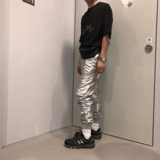 <img class='new_mark_img1' src='https://img.shop-pro.jp/img/new/icons5.gif' style='border:none;display:inline;margin:0px;padding:0px;width:auto;' />NYLON SILVER TRACK PANTS