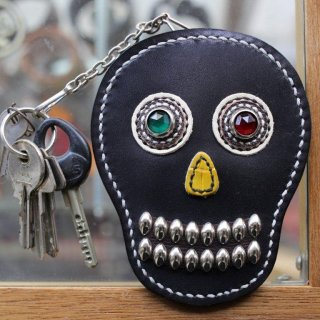 skull leather key & card case<BR>black leather<BR>green X red eye