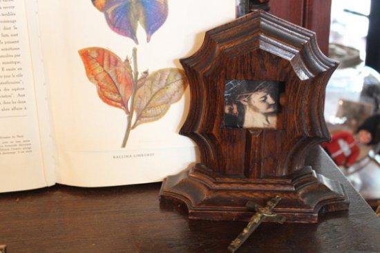 聖品 重厚な木製フォトフレーム 飾り