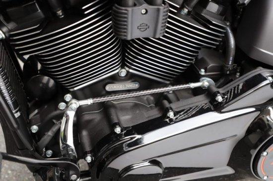 ハーレー FXDR114 パーツ|ドライカーボン製シフトパイプ