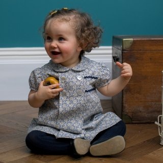 <img class='new_mark_img1' src='https://img.shop-pro.jp/img/new/icons14.gif' style='border:none;display:inline;margin:0px;padding:0px;width:auto;' />Amaia Kids - Apple dress (Navy)