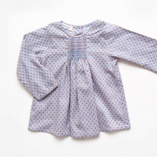 <img class='new_mark_img1' src='https://img.shop-pro.jp/img/new/icons14.gif' style='border:none;display:inline;margin:0px;padding:0px;width:auto;' />Malvi & Co. - Smocked blouse (Beige/Blue)