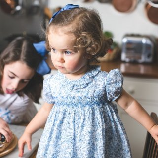 <img class='new_mark_img1' src='https://img.shop-pro.jp/img/new/icons14.gif' style='border:none;display:inline;margin:0px;padding:0px;width:auto;' />Amaia Kids - Moohren dress (Liberty Blue)