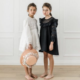 <img class='new_mark_img1' src='https://img.shop-pro.jp/img/new/icons20.gif' style='border:none;display:inline;margin:0px;padding:0px;width:auto;' />30%OFF - Petite Amalie - Embroidered Dot Lace Yoke Dress