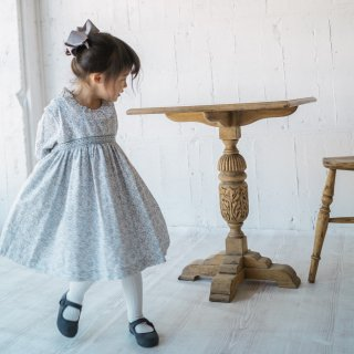 <img class='new_mark_img1' src='https://img.shop-pro.jp/img/new/icons14.gif' style='border:none;display:inline;margin:0px;padding:0px;width:auto;' />dBb idea - Floral smocked dress (Pale blue)