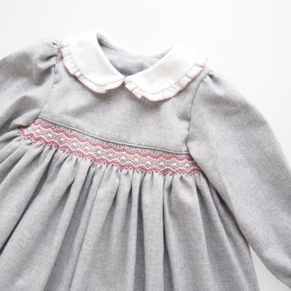<img class='new_mark_img1' src='https://img.shop-pro.jp/img/new/icons14.gif' style='border:none;display:inline;margin:0px;padding:0px;width:auto;' />Malvi&Co. - Flannel smocked dress - Long sleeve (Grey)