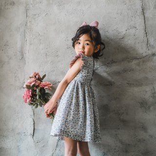 <img class='new_mark_img1' src='https://img.shop-pro.jp/img/new/icons14.gif' style='border:none;display:inline;margin:0px;padding:0px;width:auto;' />Amaia Kids - Liatris Dress (Liberty blue)