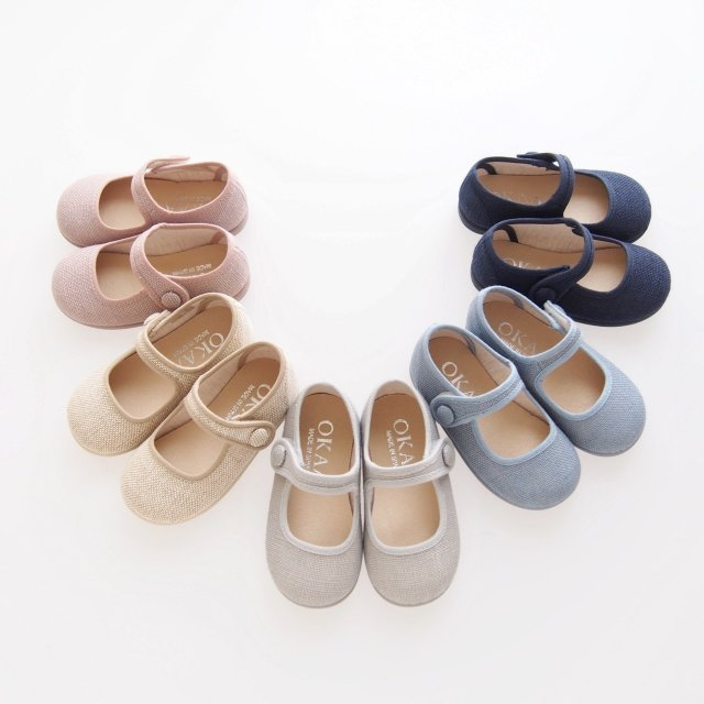 <img class='new_mark_img1' src='https://img.shop-pro.jp/img/new/icons14.gif' style='border:none;display:inline;margin:0px;padding:0px;width:auto;' />Little Mary Jane shoes with velcro strap (Pale blue/ Pink /Natural)