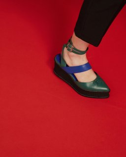 ASYMMETRIC BALLET SHOES<br>GREEN×BLUE<img class='new_mark_img2' src='https://img.shop-pro.jp/img/new/icons20.gif' style='border:none;display:inline;margin:0px;padding:0px;width:auto;' />