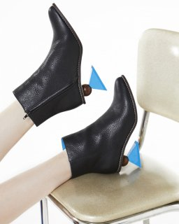 TRIANGLE HEEL BOOTS<br>BLACK×BLUE